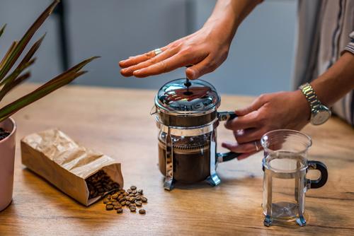 Fazer café na Prensa Francesa